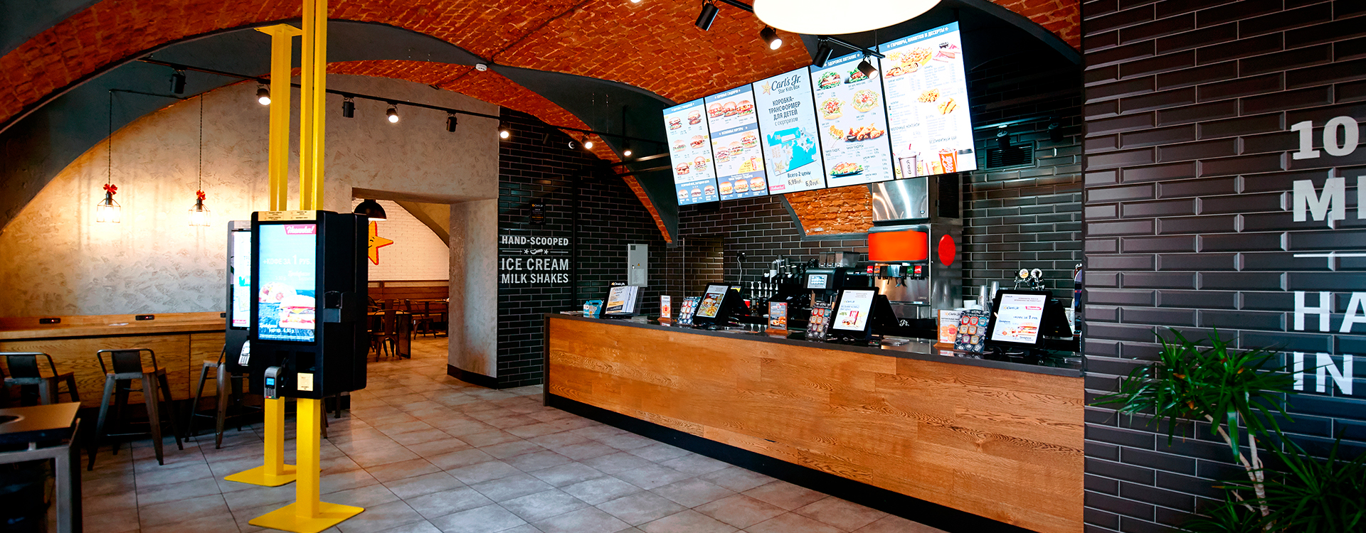 digital signage display in fast food